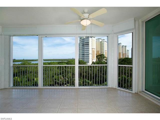 455 Cove Tower Dr 303