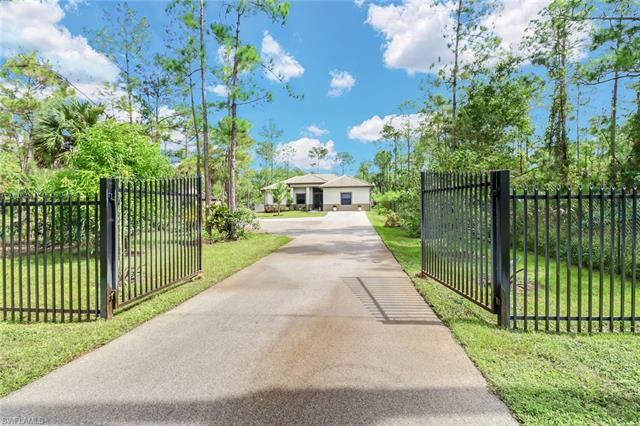 582 Everglades Blvd S